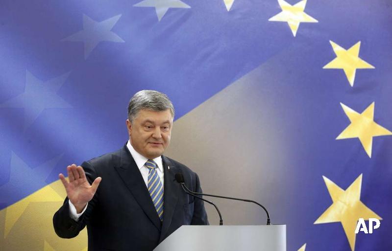 На Украине вступил в силу закон о закреплении в конституции страны курса в ЕС и НАТО https://t.co/TbQnHS0d6W https://t.co/eviaYrbTmP
