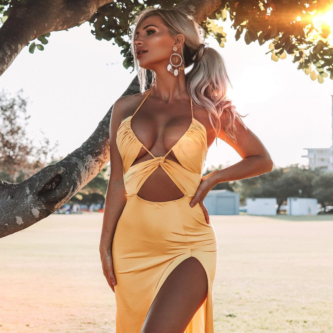 Nothing mellow about this yellow 💛 @fashionnova .. P.s guys it's almost the weekend! 🙌🏽