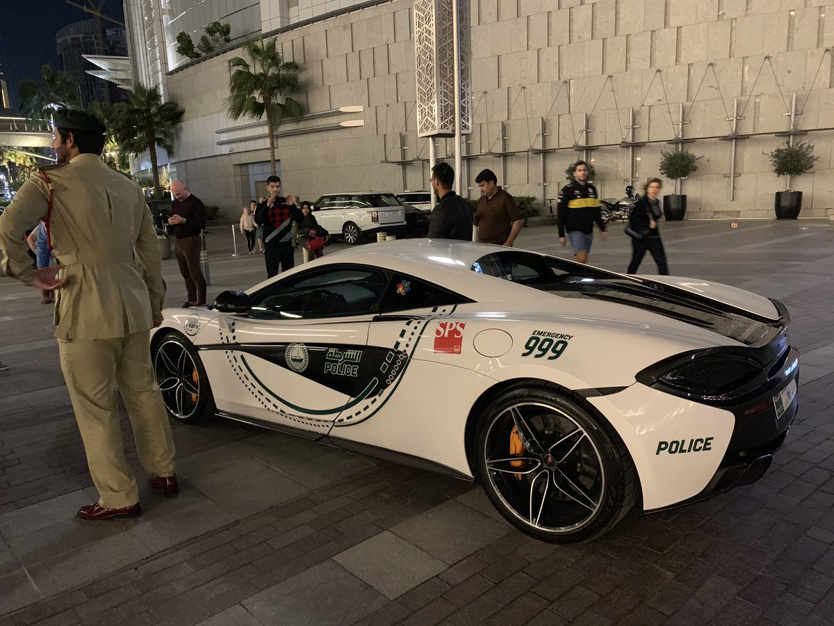 It can only happen in #Dubai where a on duty cop comes in a official McLaren #OOWDXB <br>http://pic.twitter.com/MWPNkDLKbs