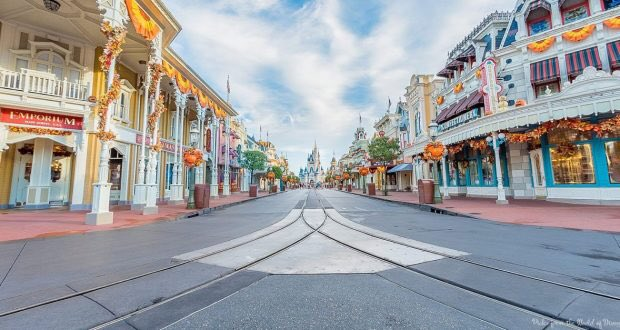 BREAKING: Disney bans Vloggers, Selfie Queens and bad parents from Disney Parks. The parks are now 90% less crowded. <br>http://pic.twitter.com/4f8W4ZWKWY