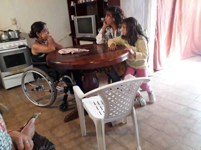 Visitamos en familia a Ailen Linares, una vecina de Trevelin que deseaba plantear su situación habitación, laboral y personal.  Acercandonos para poder interiorizarnos de su problemática. #JuntosParaChubut  #ChubutGanaSiEstamosTodos #ConLaVerdadSeConstruye