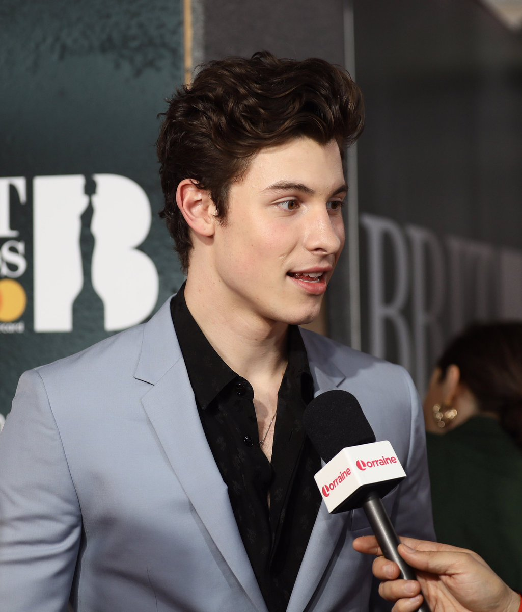 Shawn being interviewed on the red carpet at the #BRITs<br>http://pic.twitter.com/oxq1EpJxuI