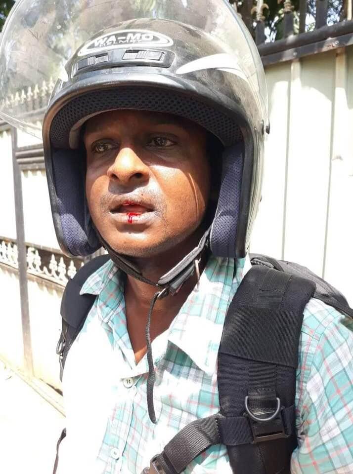 Kopai Police acting OIC arrested over assaulting a Journalist Kugaraj Nadaraj #Jaffna #LKA #SriLanka #MediaFreedom <br>http://pic.twitter.com/oznHEsye7D