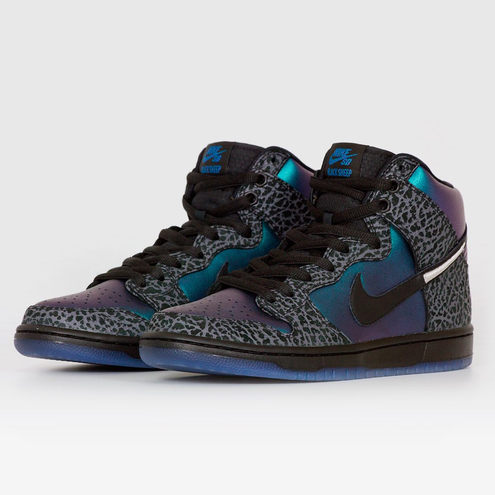 new product 0eca3 aad18 Check with your local shop to catch the Buzz or via Nike SNKRS app online  Saturday 223 at 10am EST. Learn more httpgonike.meblack-hornet ...