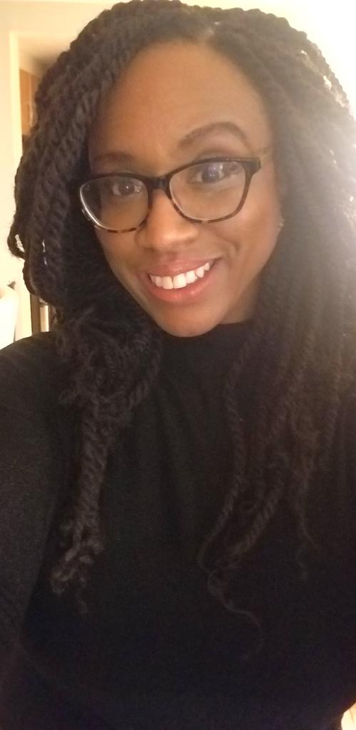 So. I ran out of lenses & had no choice but to wear these in public, something I never, ever do, although I've been rockin' bifocals since 2nd grade. Ran into a mom who asked me to post this pic for her 9yr old who hates her new glasses. Paging @LaurenUnderwood @RashidaTlaib @AOC