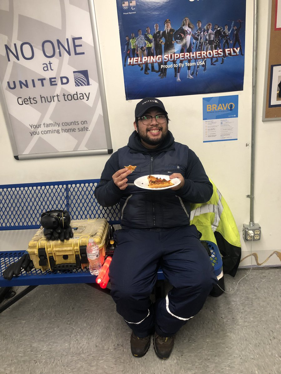 What a pleasant surprise, pizza, pizza and more pizza🍕 🍕#teamDCA !!Thank you @Philip_Pezza. Nothing but smiles on this snowy ❄️ ⛄️ day. @mechnig @jacquikey @weareunited