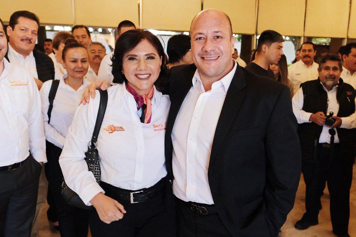 Aproveché la oportunidad de saludar y tomarme una foto con mi amiga Martha Rosa Araiza, nos conocimos en el pasado proceso electoral y desde entonces le tengo aprecio y respeto.