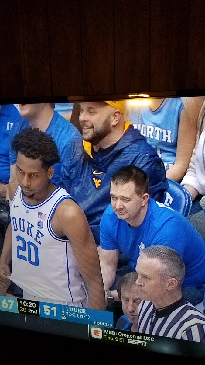 1 row off the court, directly behind the basket, at a game with the cheapest tickets running like $3k   This guys the fucking man! <br>http://pic.twitter.com/YS1yoIaFBZ