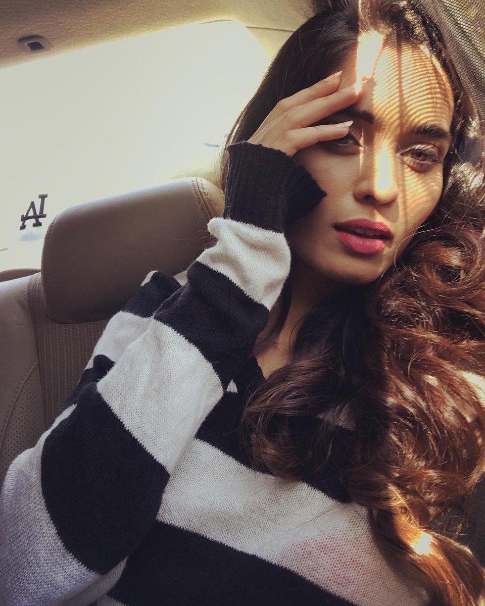 Neha&#39;s IG post Salty air, sun kissed hair  . . . . #sun #sunkissedhair #monochrome #fashion #mondaymood @thenehasaxena<br>http://pic.twitter.com/m1GajtabOx