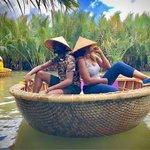 Image for the Tweet beginning: Couple goals. Drifting in Vietnam