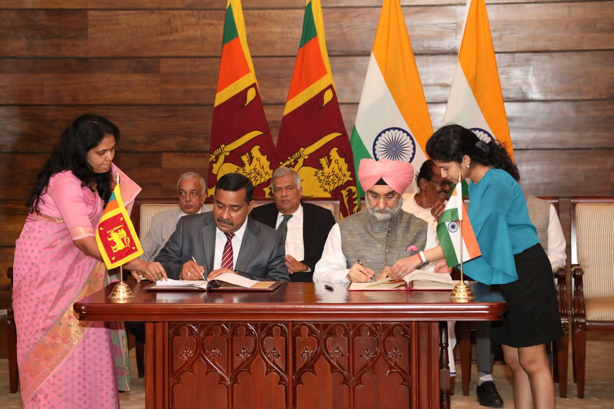 Partnering for people oriented development projects- High Commissioner Taranjit Singh Sandhu & Secretary to Ministry of Development Strategies & International Trade signed the MoU for the establishment of IT Park in Jaffna, in the presence of Prime Minister of Sri Lanka @RW_UNP.
