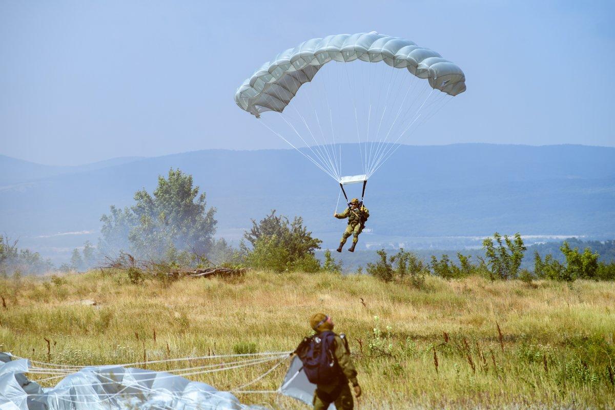 Фото прыжков с парашютом десантников