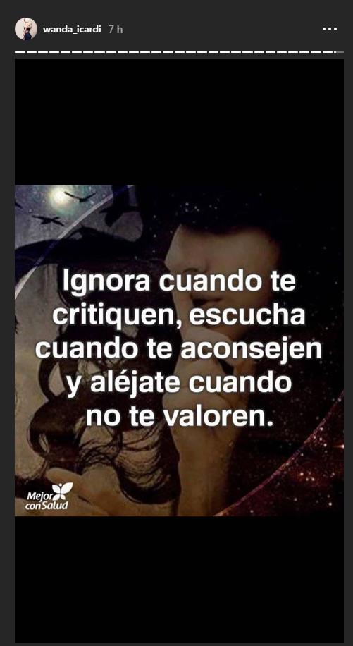 """#WandaNara questa notte su Instagram: """"Ignora quando ti criticano, ascolta quando ti consigliano e allontanati quando non ti valorizzano"""""""