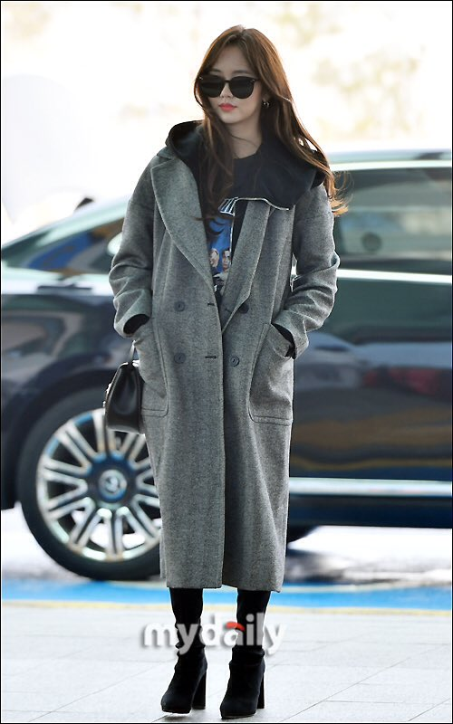 5385f942d7 Kim Sohyun at Incheon Airport heading to Singapore for Glasses Brand Event  Gentle  Monster