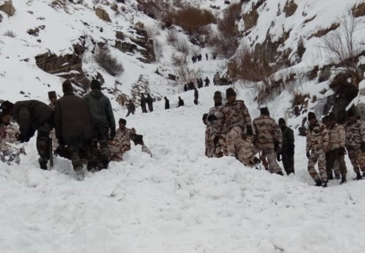 #Himachal avalanche: Five soldiers still missing, rescue operations on  http://bit.ly/2EnAOz3
