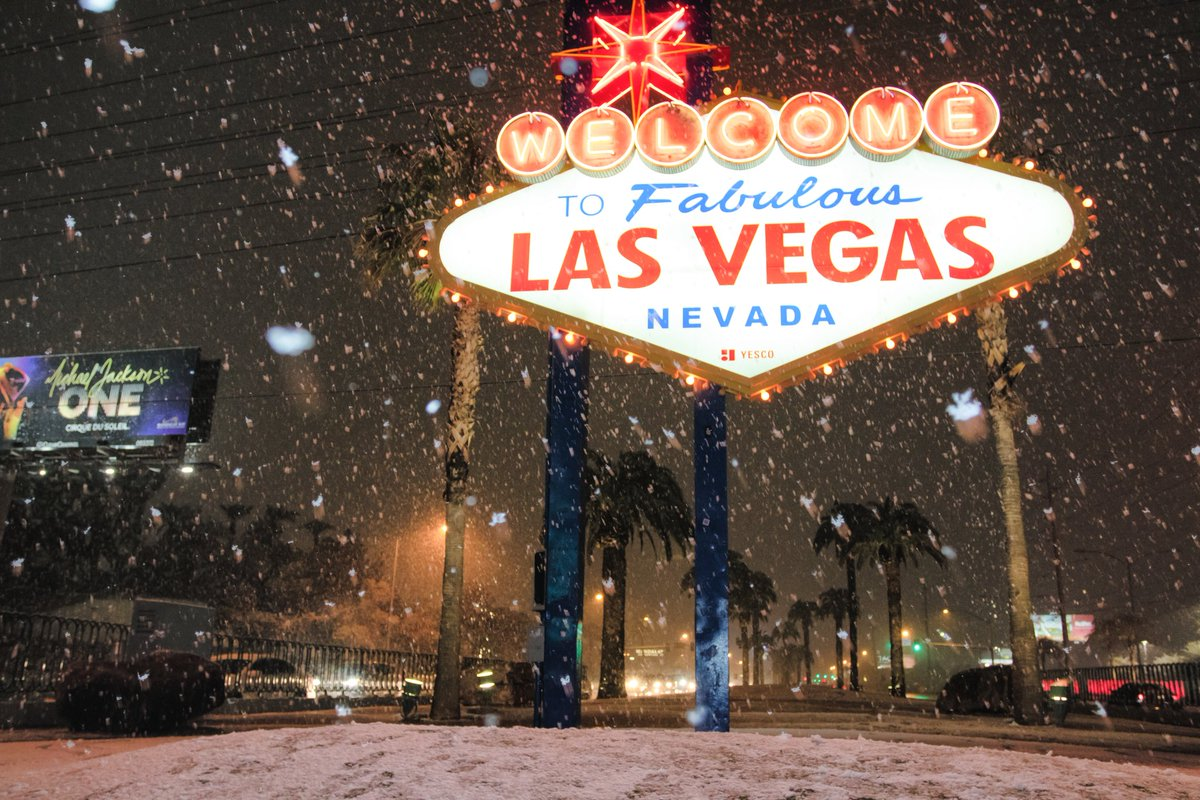 The snow continues to fall in Las Vegas. Thanks @caleb_steele  for the pic.
