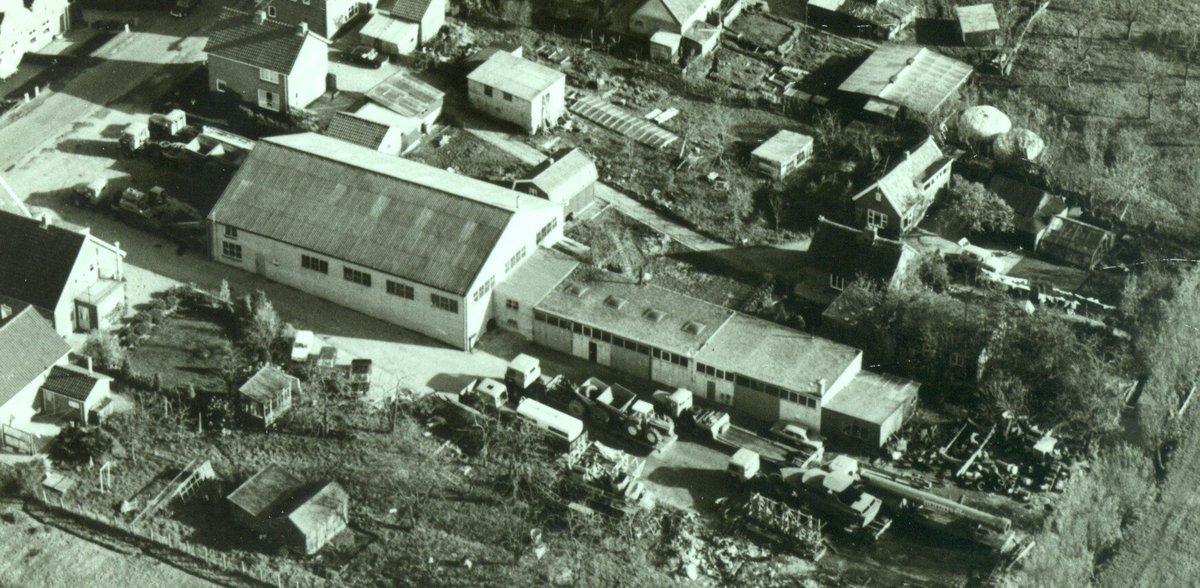test Twitter Media - Hoogblokland, jaren 60 of 70 gezien het beeld.  Luchtfoto waarop het transportbedrijf van Van der Vlist goed te herkennen is.  #hoogblokland #hoornaar #noordeloos #vandervlisttransport @Molenlanden_Gem  @Oudalblasserw  @KoosKlein https://t.co/EUQpsMNNBL