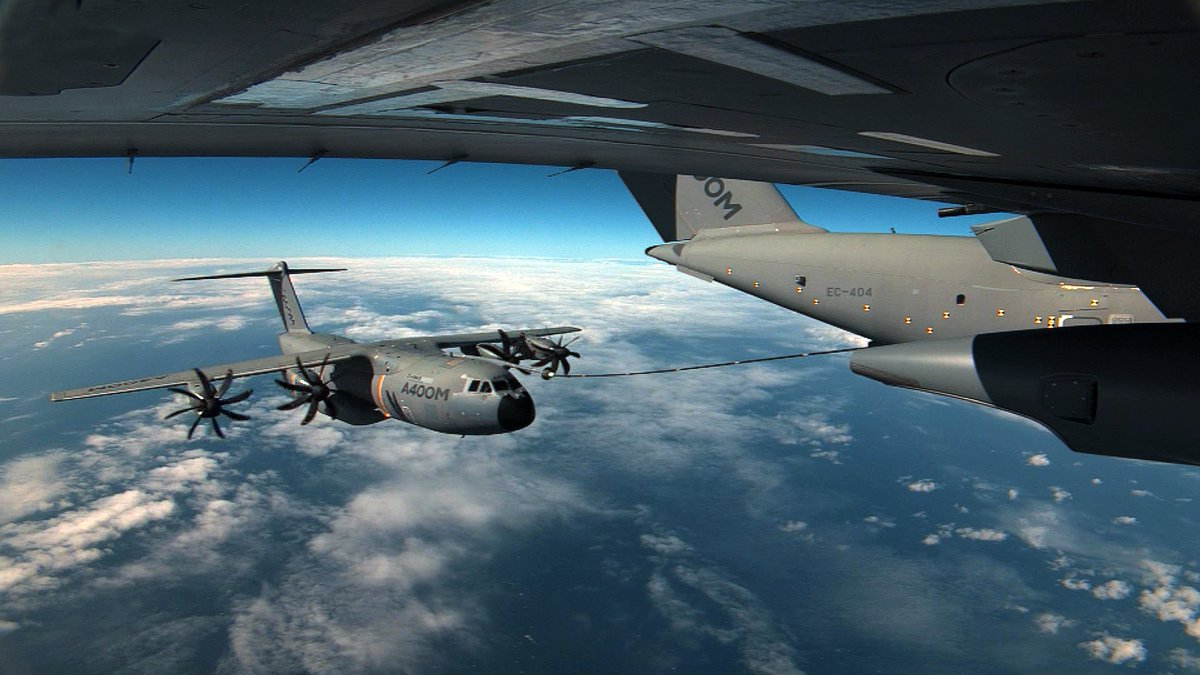 ✅ Airbus has successfully completed the certification flight tests for the #A400M Cargo Hold Tanks (CHT) refueling unit ⛽️, taking a new step towards the full certification of the aircraft for air-to-air refueling operations as a tanker.