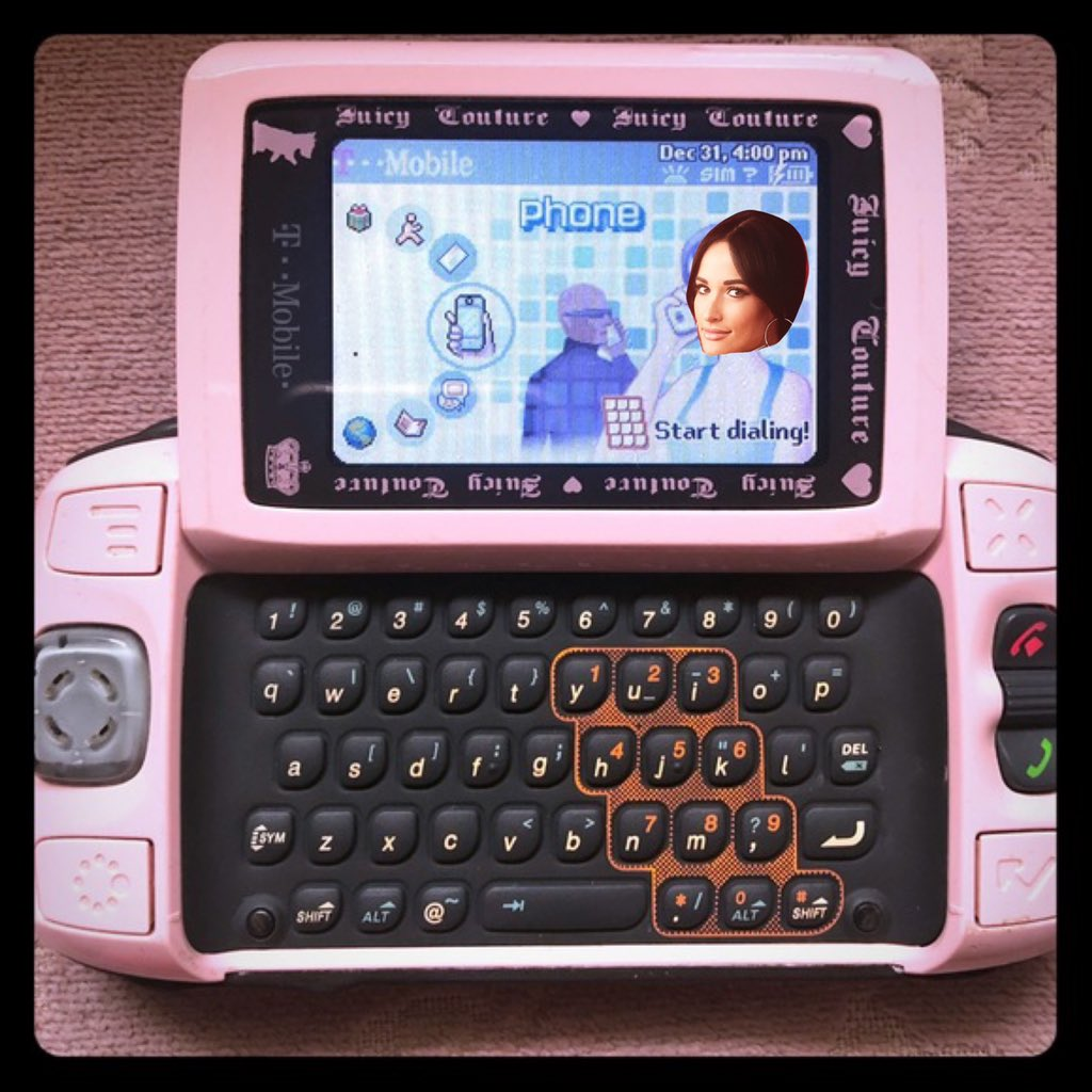 Let's hope Kacey can get T-Mobile to bring back the sidekick!<br>http://pic.twitter.com/mts6qxHz1t