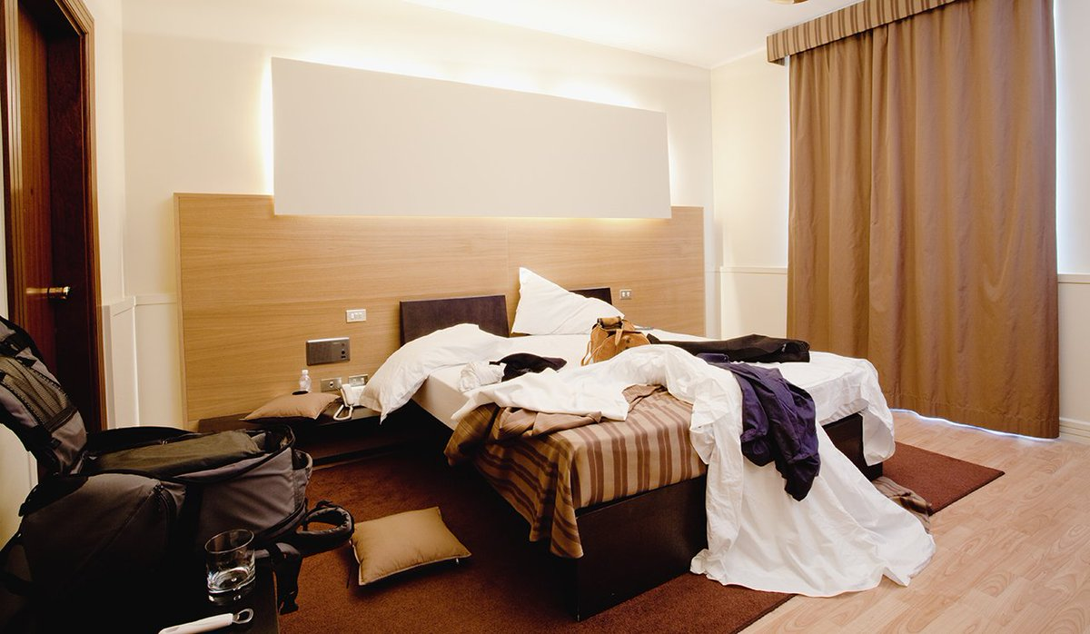 RT @thepointsguy: Hot mess: How tidy should you leave a hotel room? https://t.co/RGCyrbYzYS https://t.co/aoyUVMQECw