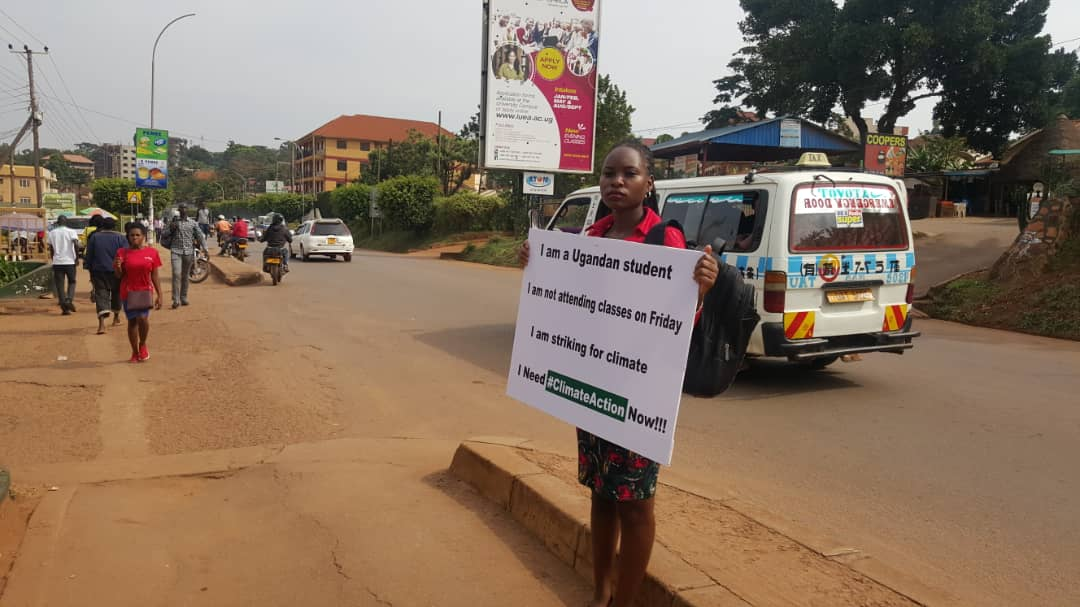 Students and youth continue to inspire #ClimateAction in Uganda. Here is @NakabuyeHildaF a varsity student who chose #climatestrike over lectures. Follow @Fridays4FutureU for more of her work. #fridaysforfuture #GreenThursday #ExtinctionRebellion #WeDontHaveTime @WeDontHaveTime0<br>http://pic.twitter.com/whddRU7K5R