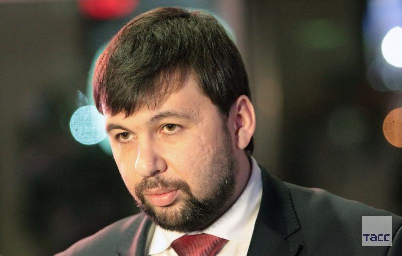 Глава ДНР заявил о готовности вести прямой диалог с Киевом для достижения мира в Донбассе: https://t.co/Dh1BItQby5 https://t.co/fpQJxl0uwb
