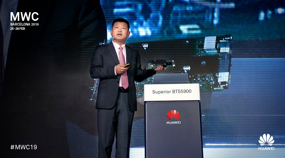 Operators&#39; fast pass to the 5G era is here. Attendees of the Pre-MWC briefing in London got the first glimpse of Huawei&#39;s series of autonomous driving mobile networks solutions:  http:// tinyurl.com/y6ebdt6z  &nbsp;   #MWC19<br>http://pic.twitter.com/9yYrDEAxGm
