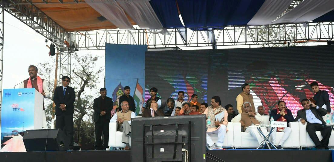 चण्डीघाट, #Haridwar में राष्ट्रीय राजमार्ग की विभिन्न परियोजनाओं व #NamamiGange परियोजना के तहत विभिन्न कार्यों के शिलान्यास व लोकार्पण के अवसर पर संबोधित करते हुए मुख्यमंत्री श्री त्रिवेंद्र सिंह रावत। #cmuttarakhand