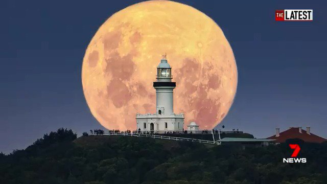 Final Frame: This week's super moon rising over the Byron Bay lighthouse in New South Wales. The incredible photo was captured by Dale and Karlie from DK Photography. #TheLatest  #7News