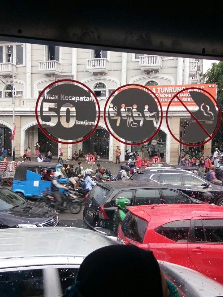 baru smp halte @PT_TransJakarta Juanda aja udah stuck #trafficjam