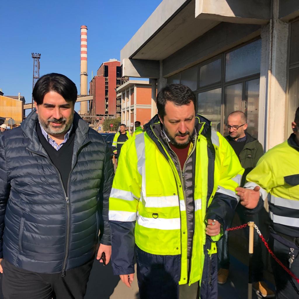 Siamo a Portovesme con @matteosalvinimi nel cuore del distretto industriale del Sulcis. Non esiste economia che possa fare a meno di un' industria pulita e sostenibile, e noi ci impegneremo affinché questo settore strategico venga rilanciato con serietà e concretezza.