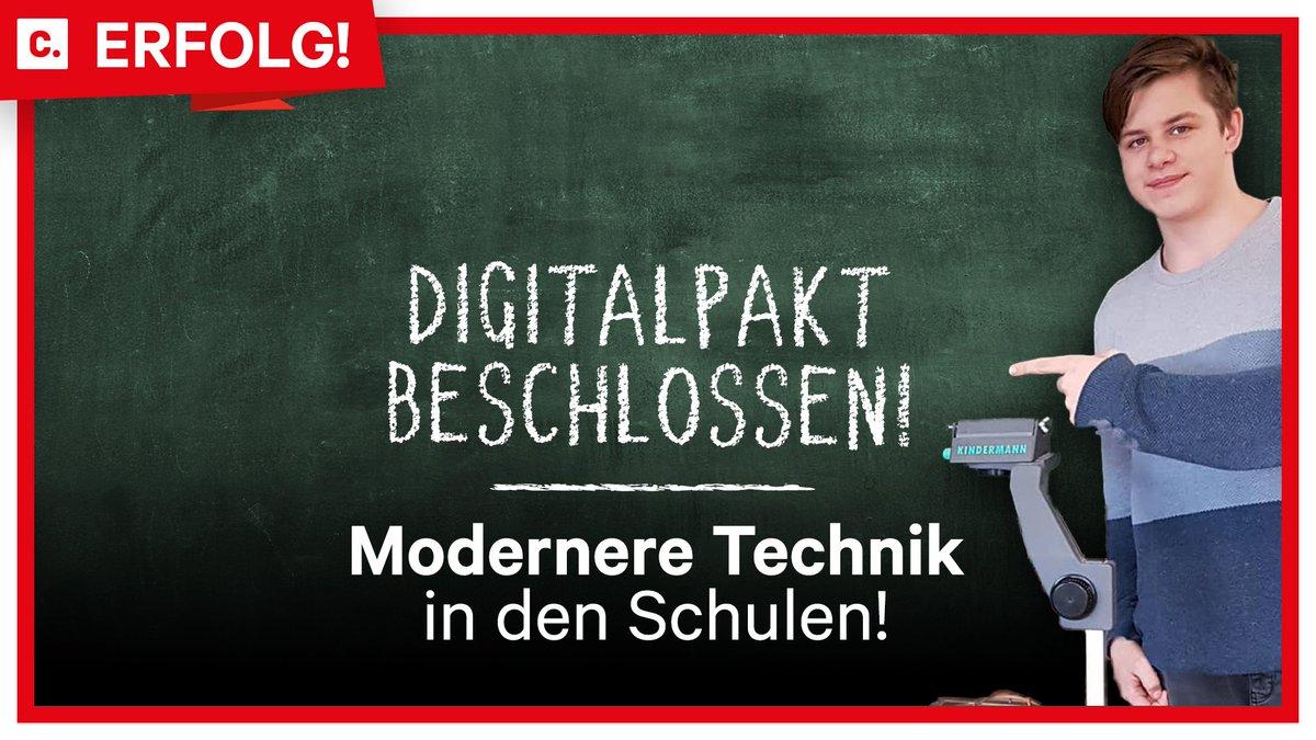 """""""#ModerneSchule statt #Steinzeitschule!"""" 🎓   Dieses Ziel hat der 14-jährige David mit seiner http://Change.org-Kampagne immer fest im Auge. Heute früh schrieb er uns in aus dem Klassenzimmer: """"Der #Digitalpakt ist beschlossen!"""" Gratulation zu diesem Erfolg, David! 👏"""