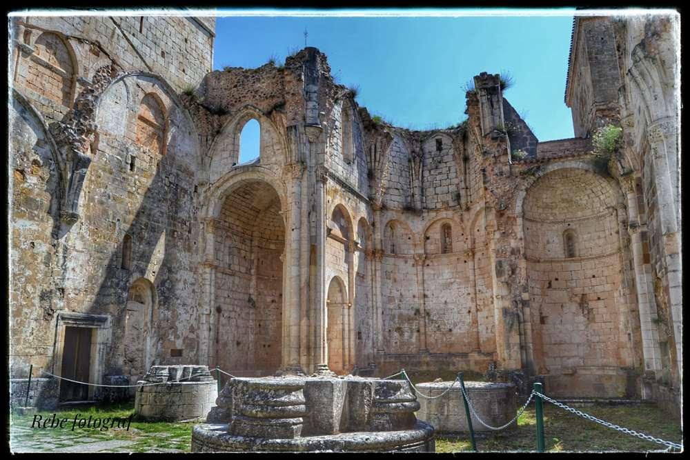 Esta vez, os mostramos en nuestro blog 💻 los 5 monasterios 🏰 de Burgos más icónicos por su riqueza patrimonial. Os aseguramos que su mezcla de arquitectura, historia y arte no os dejará indiferentes 😍 ¡Visita nuestro blog! 👉 http://bit.ly/2ElI7qY  📸 Rebeca Angulo