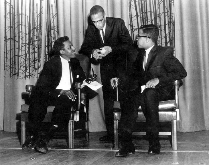 Malcolm X was assassinated on February 21, 1965. We remember him. Below a picture of him at @HowardU in 1961, along with Michael Winston, a Department of History alumn and faculty. Via @TheHilltopHU #BlackHistoryMonth #Twitterstorians http://thehilltoponline.com/2016/05/19/the-hilltop-archives-1961-malcolm-x-at-the-mecca/…