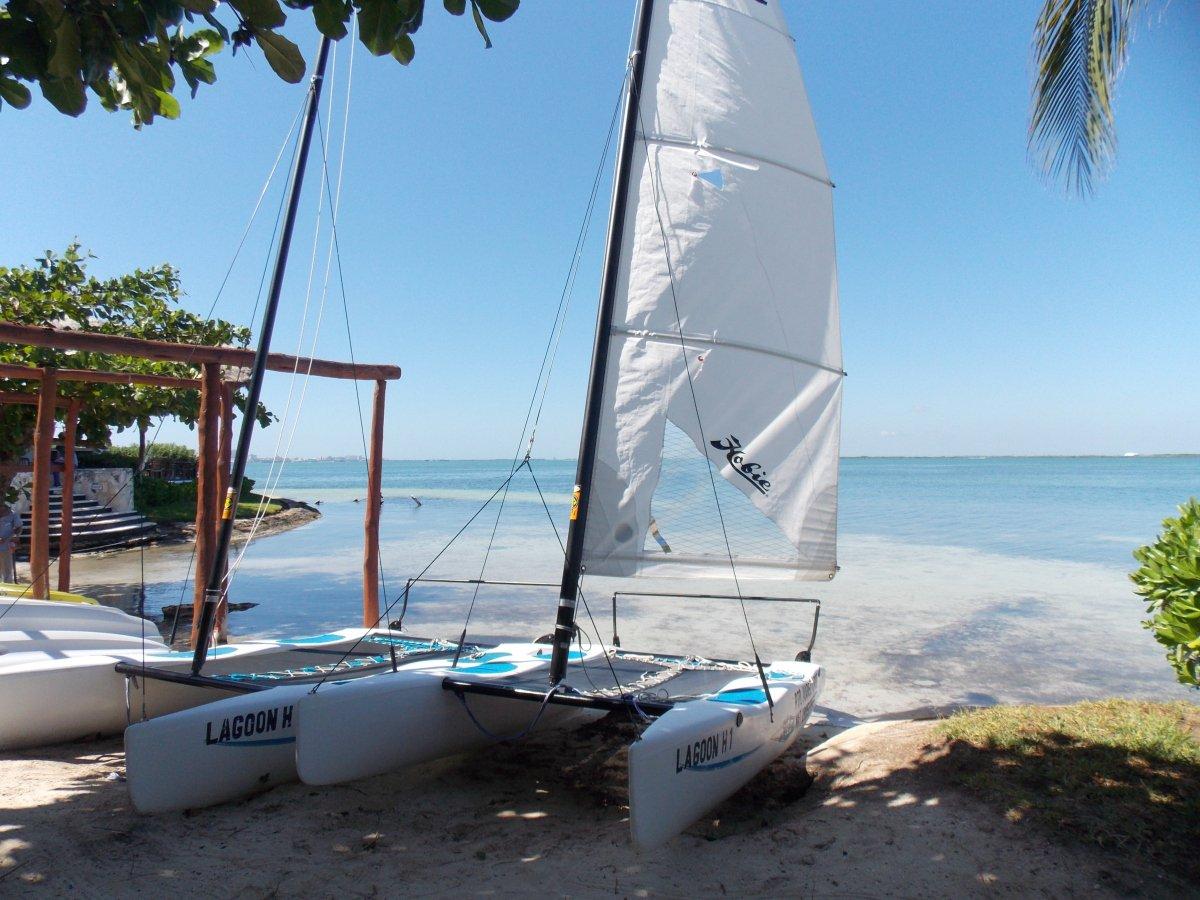 Ready for #adventure? #cancun #hobiecat #sailing #vacation #sunshine https://t.co/K4k2KWUc20