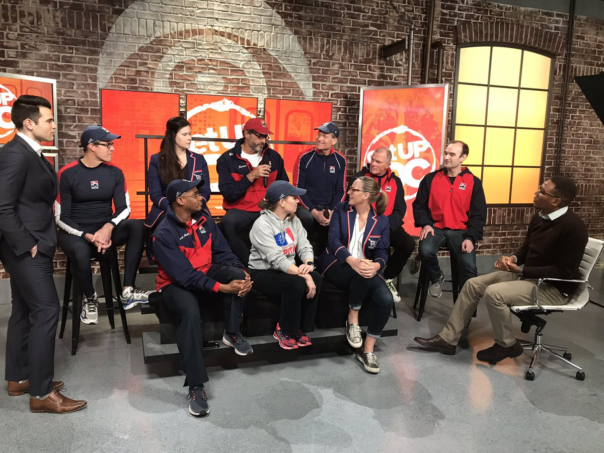 Capital rowing club is making me want to start a new workout routine @Melissa_Toms teach me please! #GetUpDC <br>http://pic.twitter.com/Fc530CGY2y