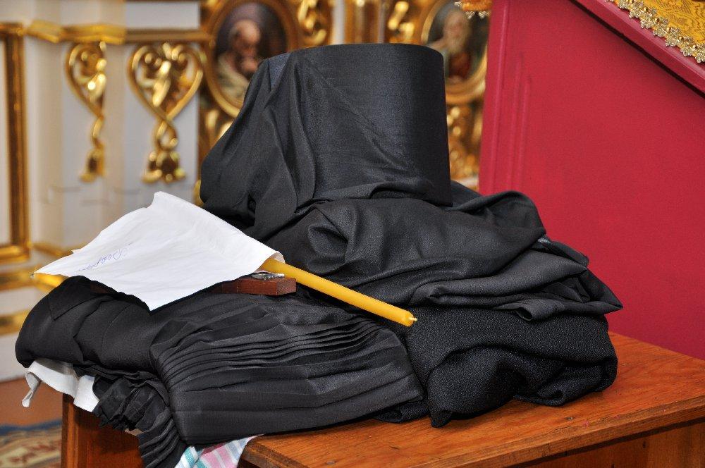 вот поздравление монаху с постригом нас, рассматривая