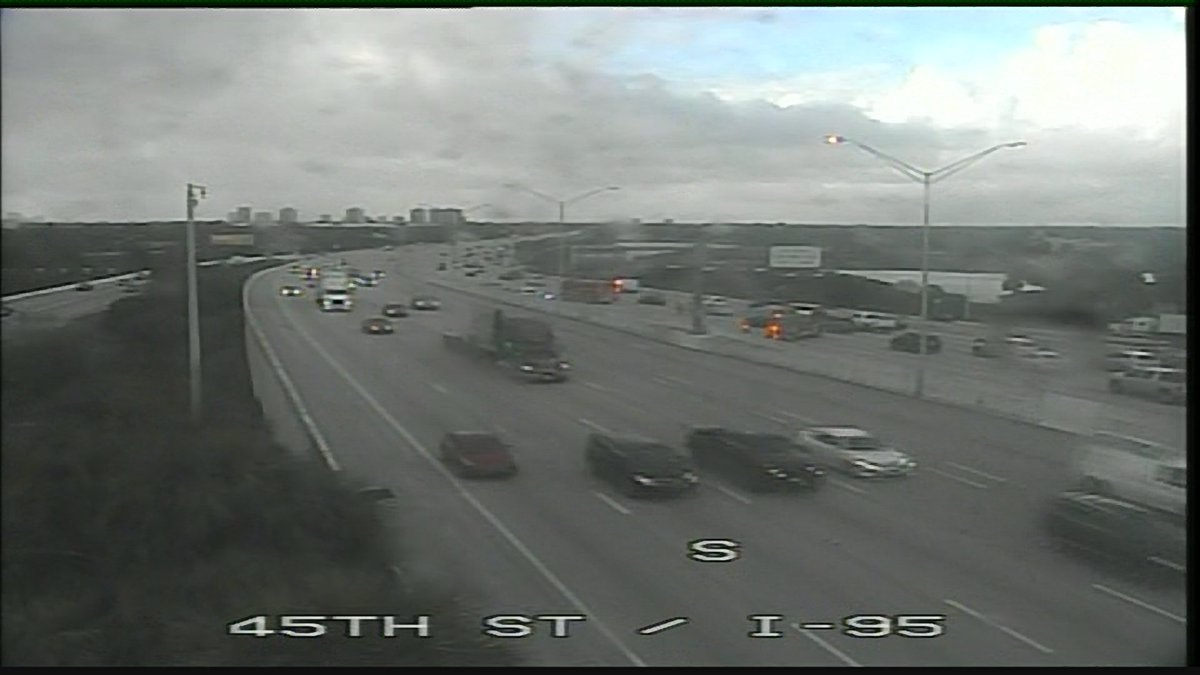 Traffic Alert: Crash on I-95 SB at 45th Street. Two lanes are blocked and delays start at Northlake Blvd. @samkerrigantv says head south on Congress Ave or Military Trl as an alternate.