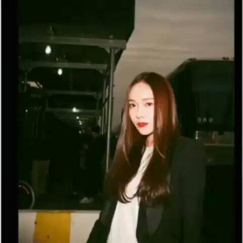 [REPOST] 'Eto dapat ang mga kuha ni Jessica dito kung hindi sana nagkaproblema ang mga 'yon... (Photos are credited) #JessicaJung #NYFW #NYFW19