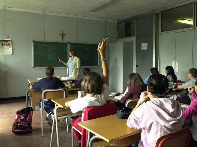 Maestro di Foligno mette alunno nero in un angolo: «Guardate quanto è brutto» https://t.co/cEPh3ybxl5