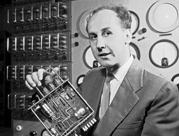 🏴 9⃣ lat temu we Wrocławiu zmarł Jacek Karpiński, inżynier, elektronik i informatyk, twórca pierwszego polskiego mikrokomputera #K202, w czasie #IIWŚ żołnierz harcerskiego batalionu #Zośka, powstaniec warszawski.  #NaukaPolska #PRL #JacekKarpiński #komputer #innowacje #wynalazki