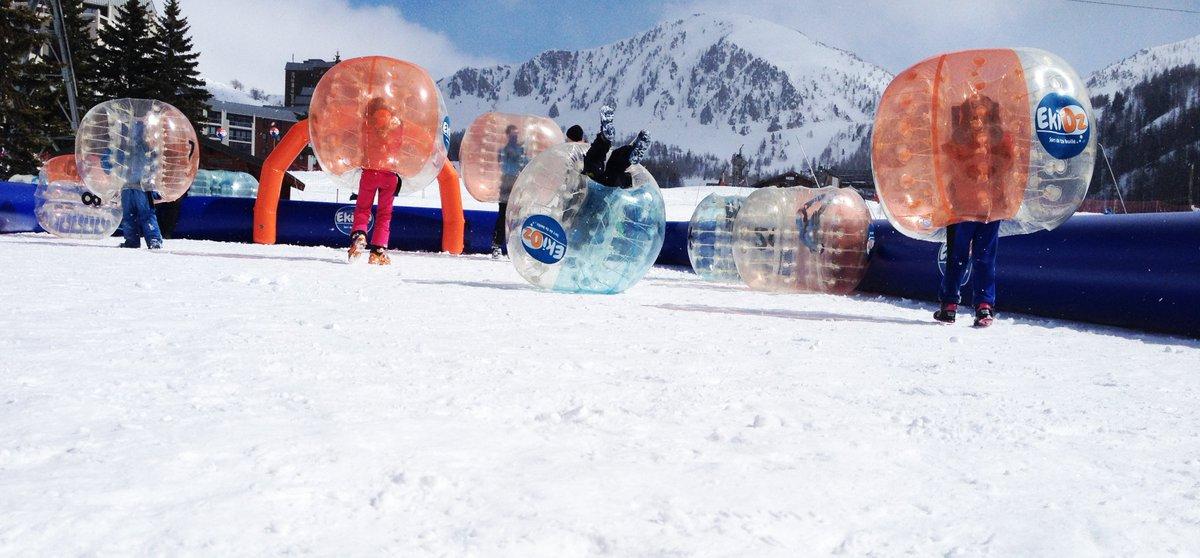 Pour ou contre une variante délirante du foot ? Le bubble Foot ⚽️❄️ #jeudiphoto https://t.co/FaAyXmqR7m