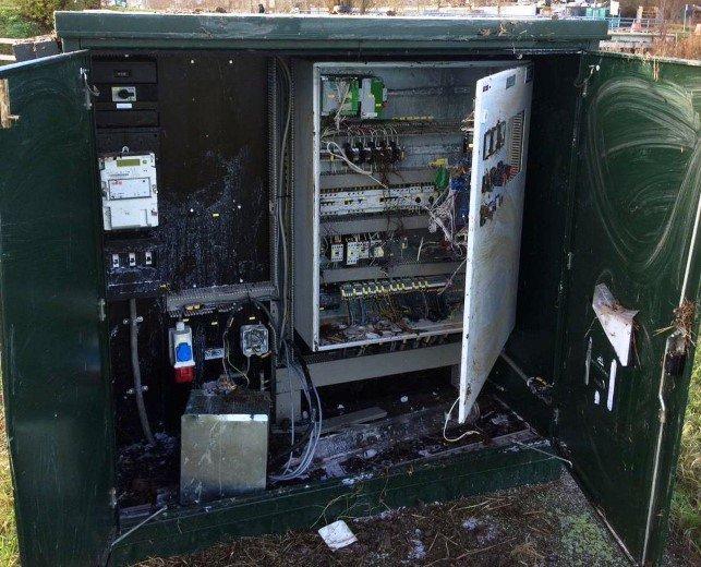 Weer besturingskast van Delfland vernield https://t.co/cm71tumLgM https://t.co/vDoHnWKOJe