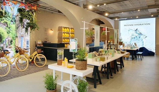 What does experiential retail even mean these days?                       Retail Dive