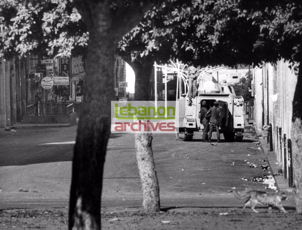 ٢: ملالة لقوى الأمن الداخلي تقطع الطريق في بداية شارع اللنبي جهة البرلمان ولا يسري الأمر على القطط -تشرين الأول 1975