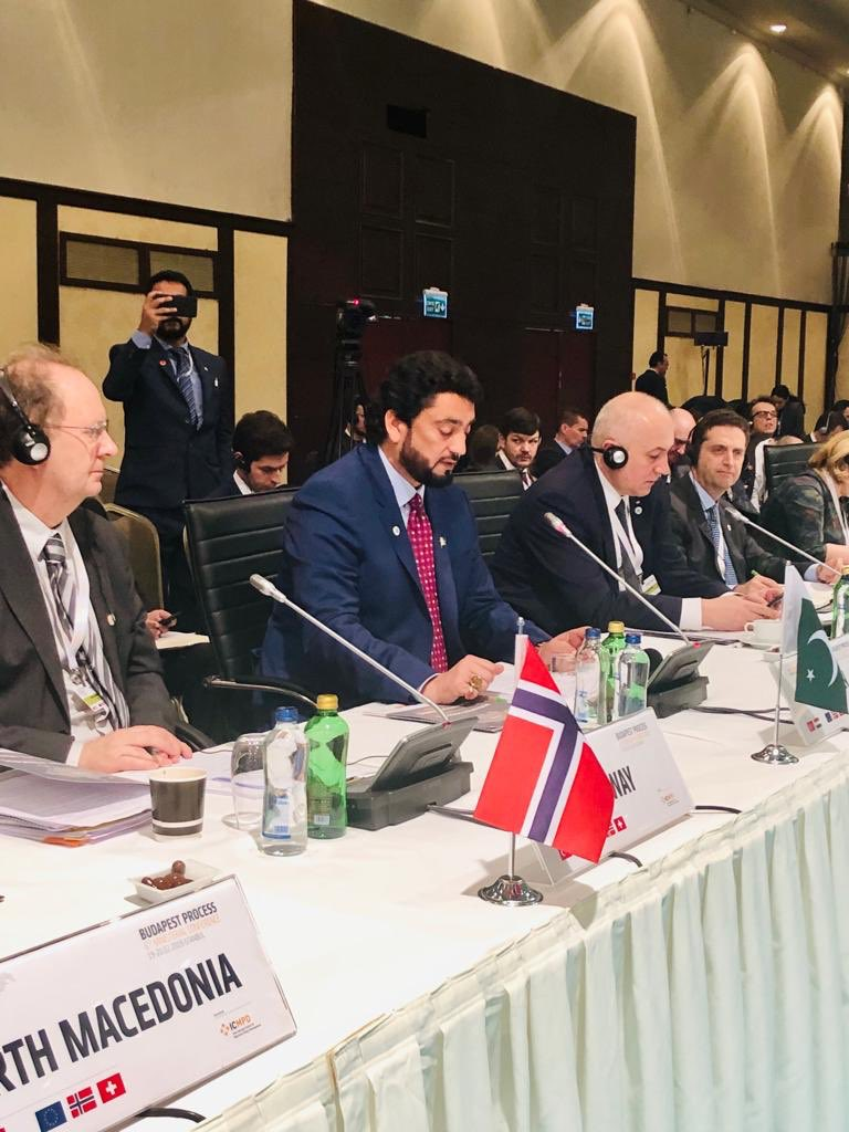 Addressed 6th Ministerial Conference of the Budapest process in Istanbul. Migrants in Pak enjoy social mobility &amp; eco opportunities. Demanded end to xenophobia &amp; Islamophobia against migrants in western counties. Called for sustainable solution, esp legal migration opportunities <br>http://pic.twitter.com/rfWTpX1UTH