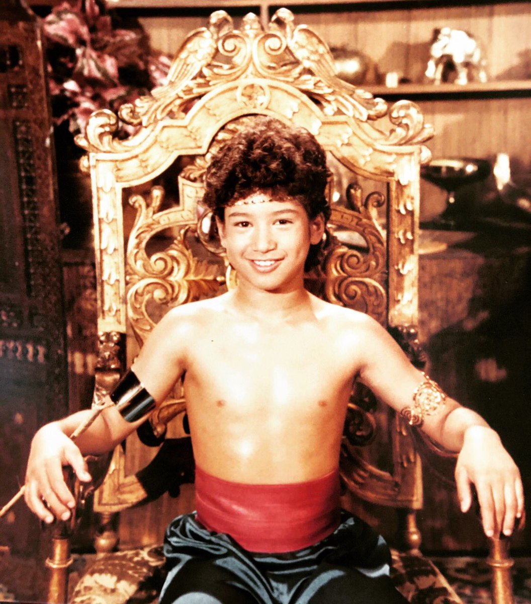 #TBT  When I heard they're doing a LIVE action Aladdin movie <br>http://pic.twitter.com/VNgXHwiTbV