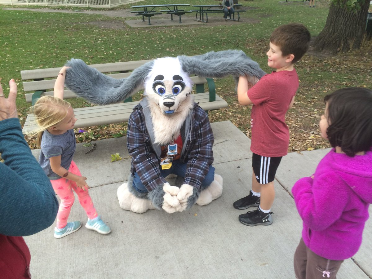 Hey Fluffs!  Fursuiting can be a great way to make a difference in the world around you!   Let&#39;s share some pictures and stories of how you&#39;ve brightened someone&#39;s day by being a big fluffy animal!   #FursuitStories<br>http://pic.twitter.com/QaTddjFJHn
