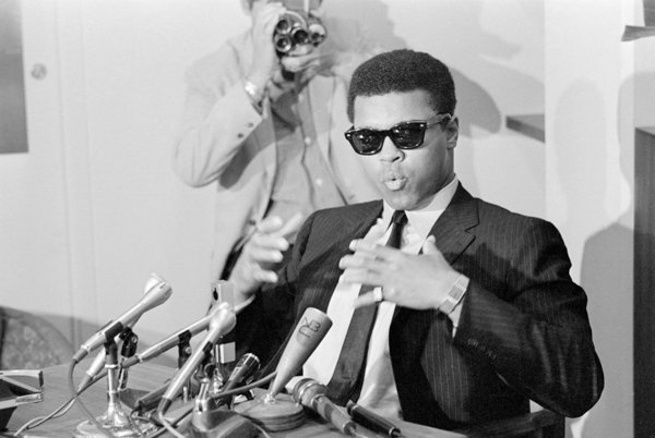 We can all learn a thing or two from Ali&#39;s poise and poetry in front of the camera #Inspirationalspeaker #thegreatestofalltime #BHM <br>http://pic.twitter.com/HNYzP7fFYL