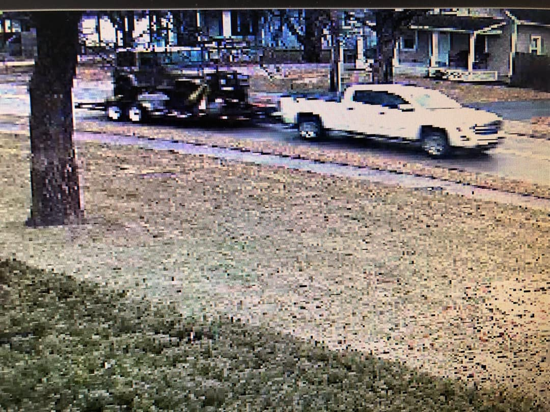 Newtown Police are hoping you can help track down a thief who was caught on camera stealing an Army veteran's Jeep.   As @Local12Kathryn News reports, while the Jeep has been recovered, the suspect is still out there:  https://t.co/lqKrwhPJKh